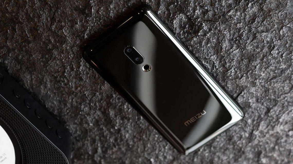 Un smartphone minimaliste sans boutons ni haut-parleur