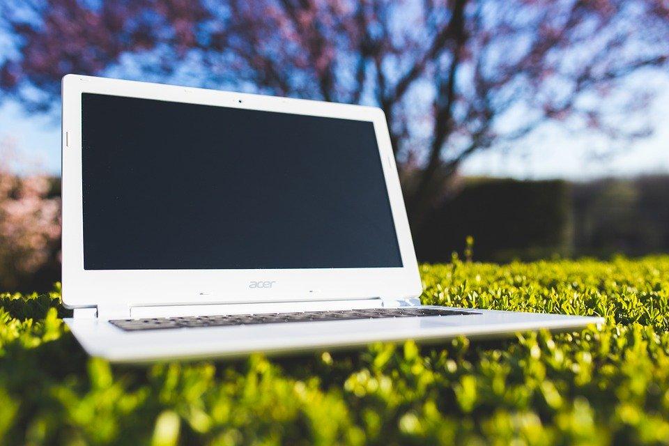 Remplacer son ordinateur : pourquoi contacter un professionnel de l'informatique ?